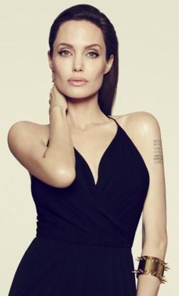 Angelina Jolie in juni, een jaar na de reconstructie van haar geamputeerde borsten.