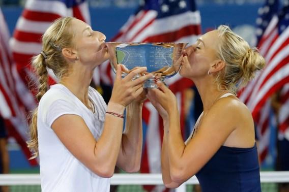 Makarova en Vesnina houden Hingis van dubbeltitel