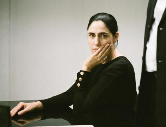 Ronit Elkabetz speelt Viviane. Ze schreef en regisseerde de film samen met haar broer.