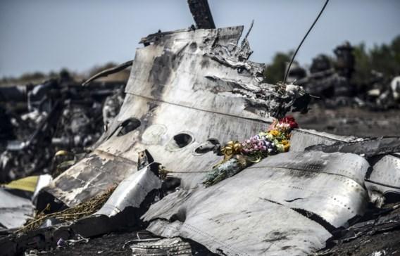 Nederlands rapport bevestigt dat vlucht MH17 doorboord werd door 'groot aantal objecten'