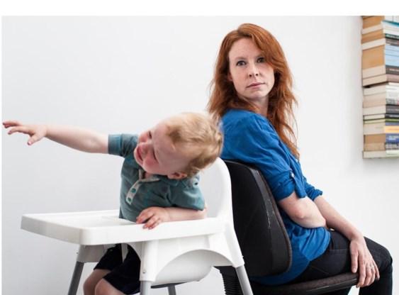 Lies Deschietere met haar zoon: 'Ik wil een vast contract, want ik wil zekerheid.'