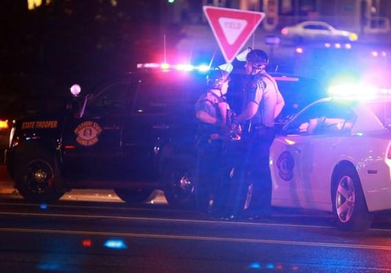 Politieagent neergeschoten in onrustige Ferguson
