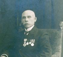 Spoorwegman Evarist  De Geyter uit Kortrijk zal voor de Britse inlichtingendienst werken, maar in 1914 zoekt hij vooral een van zijn twee zonen.