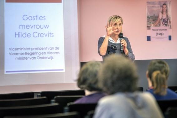 Crevits: 'Beperkte stijging van inschrijvingsgeld is onvermijdelijk'