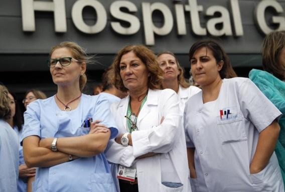 Gezondheidswerkers in Madrid zijn boos omdat er mogelijk onvoldoende voorzorgsmaatregelen tegen ebola-besmetting genomen zijn.