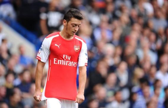 Özil niet tegen Anderlecht na zware knieblessure
