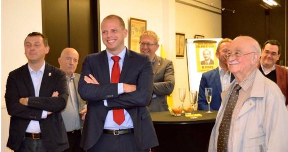 Staatssecretaris Theo Francken op het verjaardagsfeestje van eresenator Bob Maes (rechts), in de oorlog lid van enkele foute organisaties.
