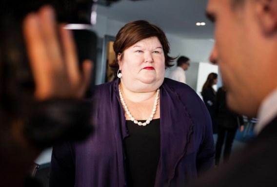 Maggie De Block, de gloednieuwe minister van Volksgezondheid. Voorlopig relativeert ze de ebola-heisa.