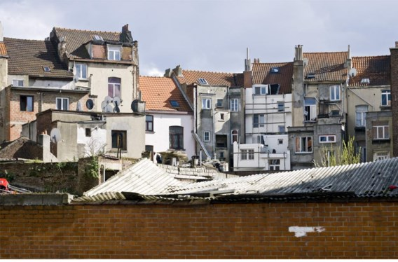Door het groeiende tekort aan betaalbare koopwoningen en de stijgende huurprijzen wordt Brussel almaar duurder.