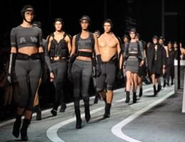 Zien: Alexander Wang showt gedurfde collectie voor H&M