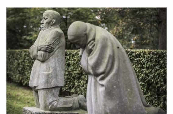 'Het treurende ouderpaar' van Käthe Kollwitz in Vladslo: verdriet en zelfverwijt.