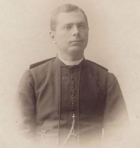 Onderpastoor Achiel Van Walleghem hield van oktober 1914 tot eind april 1918 een gedetailleerd dagboek bij over Dikkebus.