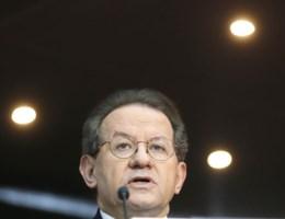 Axa geslaagd in tweede zit, Dexia gedelibereerd door ECB