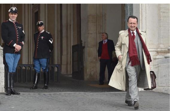 De advocaat van een voormalige maffiabaas verlaat het presidentieel paleis in Rome, waar de president achter gesloten deuren getuigde.