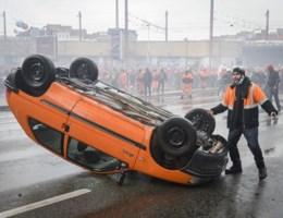 Eigenaar oranje Peugeot overdonderd door crowdfunding