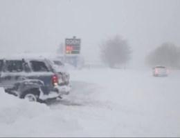 Sneeuw legt staat New York lam
