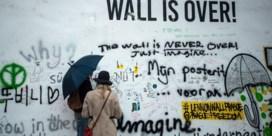 John Lennon-muur in Praag wit geverfd