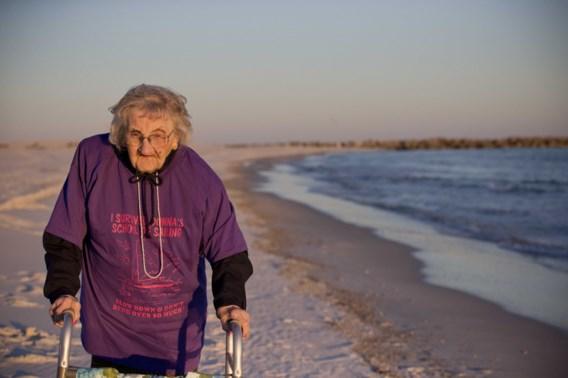 100-jarige vrouw ziet voor het eerst de zee