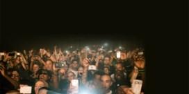 'Steek die smartphones weg tijdens een optreden'