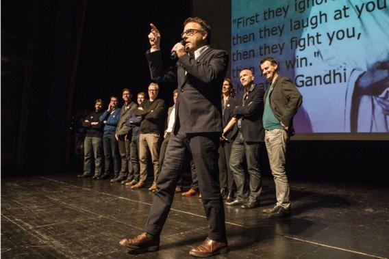 Tom Lenaerts voerde gisteravond de groep van elf klimaatstrijders aan in de Gentse Vooruit. 'We roepen de bevolking op mede-eiser te worden in de rechtszaak tegen de staat.'