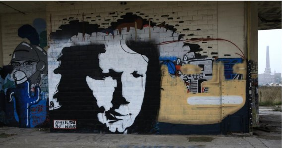 Graffitiportret van Luc De Vos op de muur van de oude betoncentrale aan Dok in Gent.
