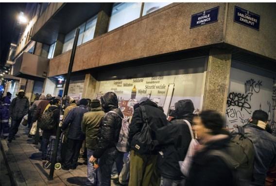 Met het doorsturen van de daklozen naar steden waar er wel winteropvang is (foto: opvang in Brussel), is het probleem niet opgelost. 'Als hulpverlener kun je op die manier geen duurzame oplossing uitwerken', klinkt het.