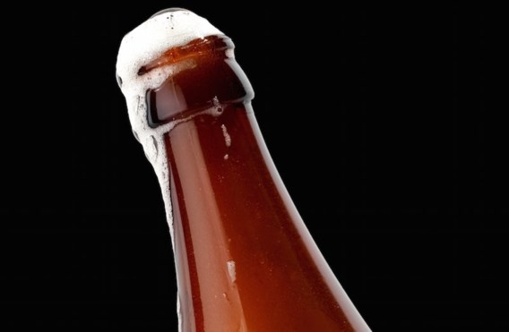Gedaan met schuimgutsende bierflesjes
