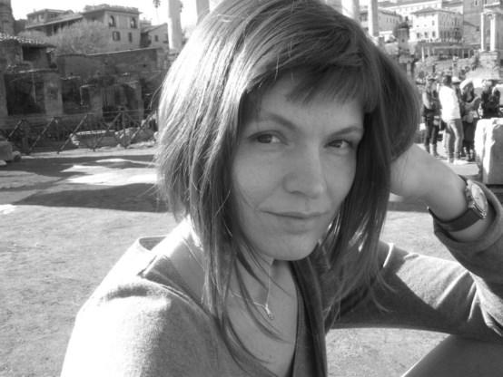 Nadya Lobkova: 'Ik voel mij stilaan armer worden. Levensmiddelen als melk en kaas werden dubbel zo duur. Steenkool kan ik niet meer betalen.'