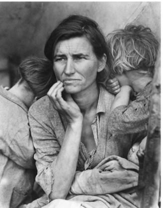 Californië, 1936. Een moeder van zeven in een kamp voor seizoenarbeiders.