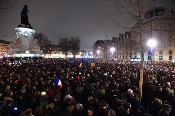 35.000 op straat in Parijs, Place de la République tijdelijk afgesloten