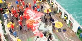 Staart AirAsia uit water gehaald
