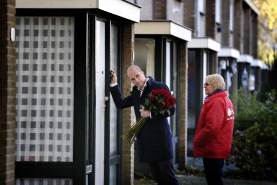 Er wacht PvdA-leider Diederik Samsom (foto: op campagne in Heerenveen) een lastig partijcongres.