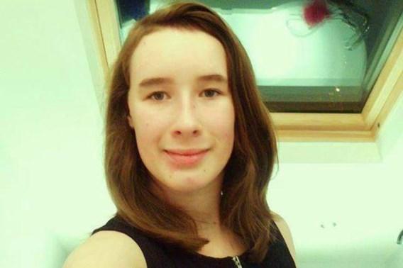 Manchester werd in september  opgeschrikt door de zelfmoord  van de 14-jarige Elizabeth Lowe.  Ze durfde  niet voor haar seksuele geaardheid uit te  komen.