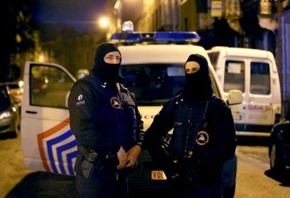 BLIKOPENER. Onze redacteur reist naar de Parijse banlieus en keert verontrust terug, wat we onthouden na de terreur en een warm medicijn tegen groeiend chagrijn