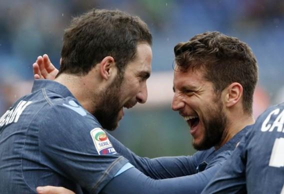 SERIE A. Napoli wint dankzij Mertens, Lestienne blinkt uit