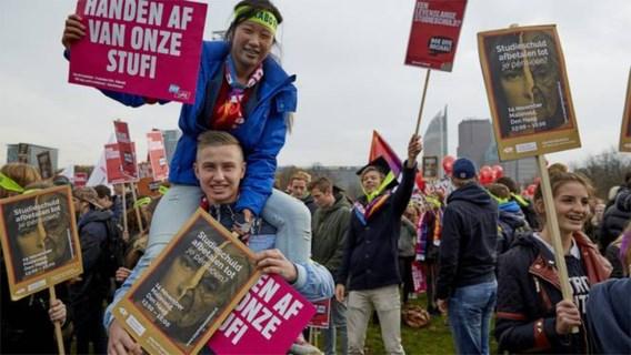 Nederland schrapt studiebeurzen voor studenten