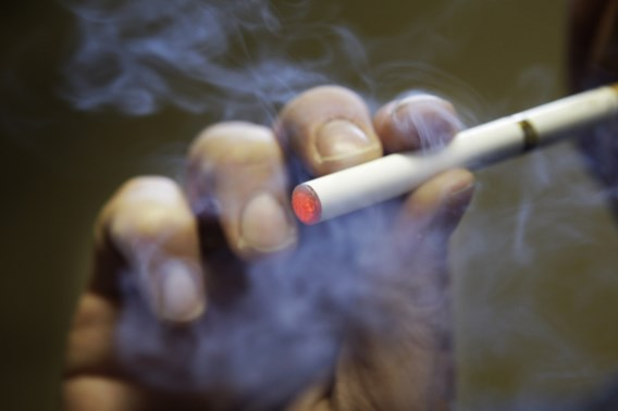 'E-sigaret niet kankerverwekkender dan gewone sigaret'