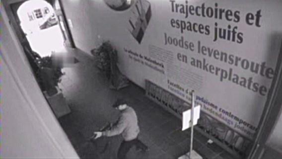 Mehdi Nemmouche tijdens de aanslag in het Joods Museum.