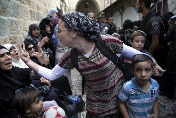 Israëlische en Palestijnse vrouwen gesticuleren naar elkaar tijdens een protestactie in Jeruzalem, oktober 2014.
