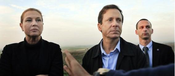 Tzipi Livni (l.) werkt samen met Isaac Herzog (m.).
