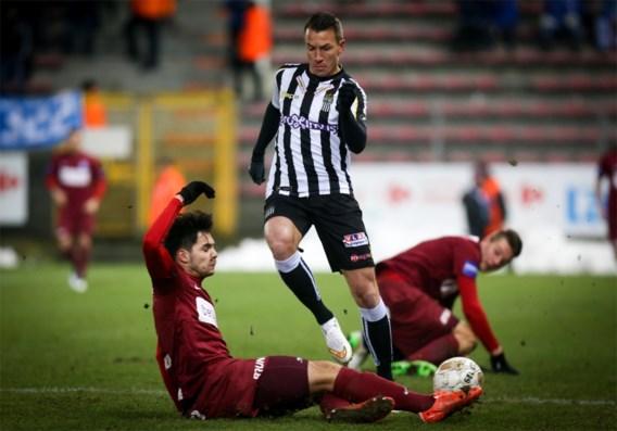 Charleroi wipt Genk uit de top zes na laat doelpunt