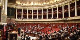 Franse regering overleeft vertrouwensstemming