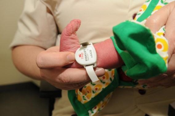 Een enkelbandje zoals het in AZ Groeninge wordt gebruikt.