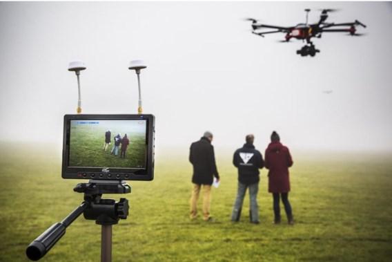 Wie zijn pilootbrevet wil voor een drone wil halen, moet niet minder dan drie volle dagen theorieles volgen en 15 uur praktijkervaring opdoen.