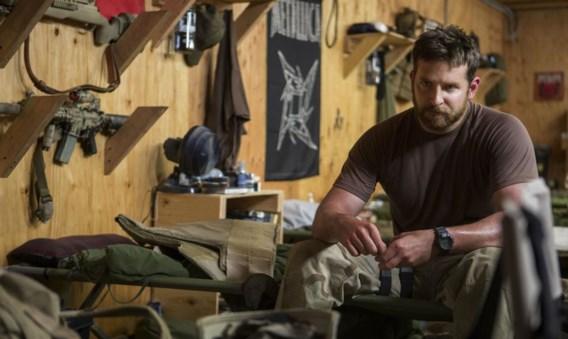 Bradley Cooper, adequaat eendimensionaal als Kyle Cooper, een simpele rodeorijder die goed kan schieten.