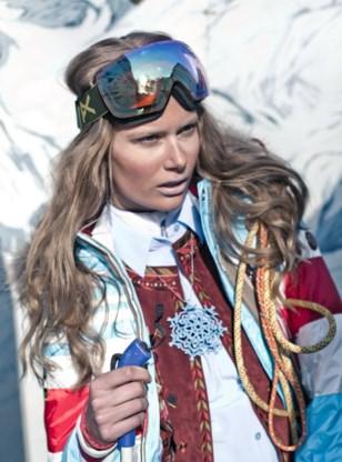 Hemd, Equipment - Gilet, Isabel Marant - Jas, Bogner - Ketting, Studio Sinth -Skibril, Anon