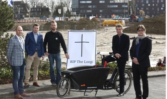 Na Unizo en het Gents Milieufront keert ook de stad Deinze (met tweede van rechts burgemeester Vermeulen) zich tegen de plannen voor het outletcentrum.
