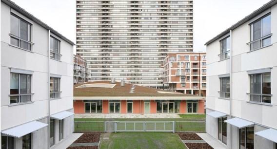 Iglo doorbreekt vrolijk het modernistische sociaal wonen op Linkeroever.