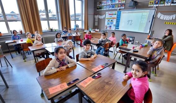 In deze klas zitten er al enkele jongens bij de meisjes, vanaf september zijn alle klassen in de Sint-Jozefsschool gemengd.