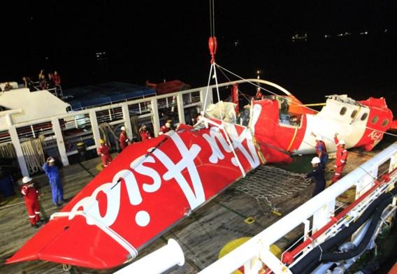 Laatste deel van romp crash AirAsia boven water gehaald